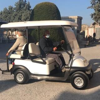 Mondovì: al Cimitero Urbano in servizio una mini-car elettrica per consentire a chi ha problemi motori di far visita ai propri cari defunti