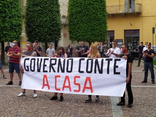 Cuneo: sesto sabato di protesta delle mascherine tricolori contro il governo Conte