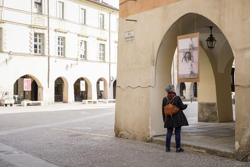 Racconigi, 8 marzo: una mostra a cielo aperto racconta cosa significa oggi essere donna in Italia