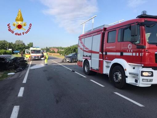Scontro tra due auto a Magliano Alfieri: due feriti e viabilità a lungo bloccata