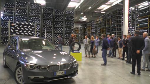 """Esteso come piazza San Pietro e in grado di """"stoccare"""" oltre un milione di gomme, inaugurato il nuovo magazzino Michelin di Cuneo (VIDEO)"""
