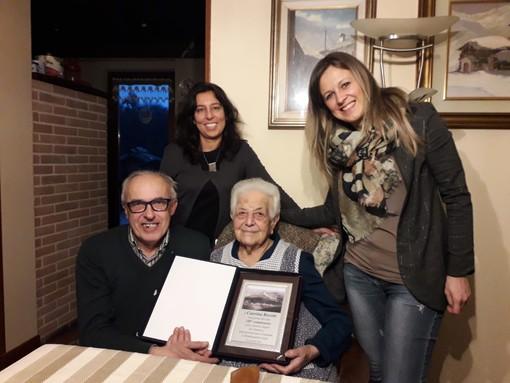 Mombasiglio: delegazione comunale celebra i 100 anni di Caterina Ravotti