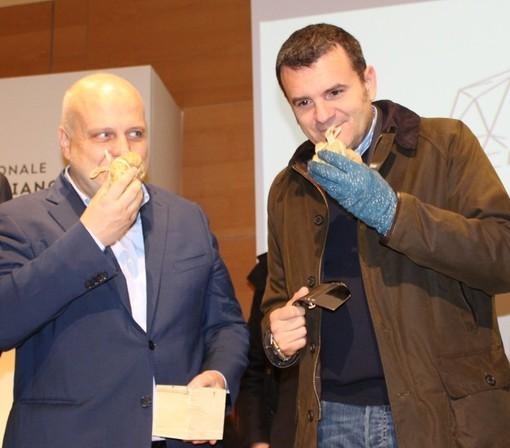 Il ministro Centinaio con il sindaco di Alba Marello alla Fiera Internazionale del Tartufo