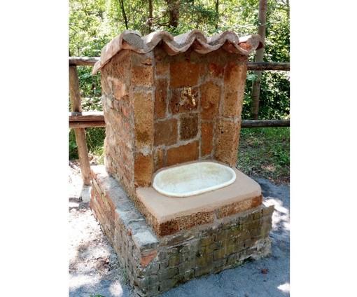 """Nucetto: nuova fontana in muratura nell'area picnic """"Le mura della miniera"""""""