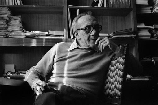 Nuto Revelli nella sua casa di Cuneo (Foto Paola Agosti, 1978)