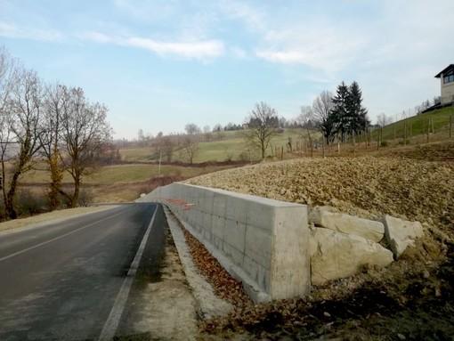 Il muro di contenimento della frana di Novello (foto Settore Viabilità Provincia)