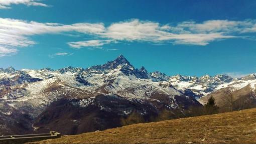 Il panorama sul Monviso che si può apprezzare da Pian de la Charm di Ostana