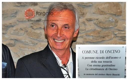 Il sindaco Bianchi, e nel riquadro, la targa affissa in suo ricordo
