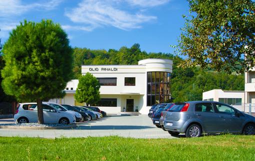 La sede della Olio Rinaldi, in via Alba-Cortemilia (dal sito aziendale)