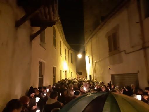Mondovì: presidio serale davanti alla casa della partigiana Lidia Rolfi (FOTO e VIDEO)