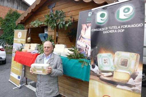 I formaggi Raschera e Bra Dop delizie casearie al mercatino di Frabosa Soprana
