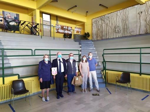 Lions Club Scarnafigi e Piana del Varaita donano il tricolore italiano agli studenti delle elementari di Moretta