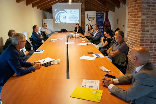 """Dalle colline Unesco la sfida """"green"""" delle cantine: un hub unico per il trasporto e la logistica dei vini"""