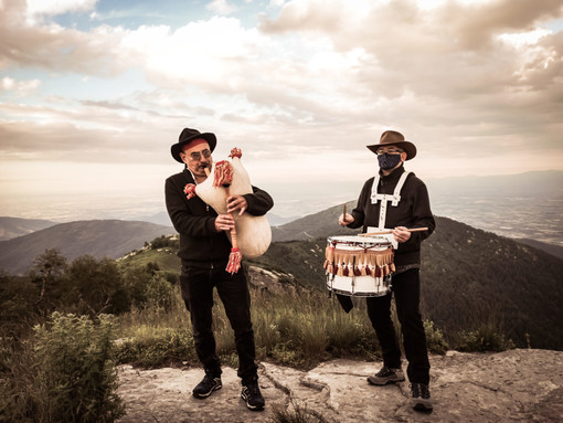 """Al via """"Occit'amo"""" 2021 con una passeggiata musicale al solstizio d'estate e con un concerto di Cristiano Godano (VIDEO)"""
