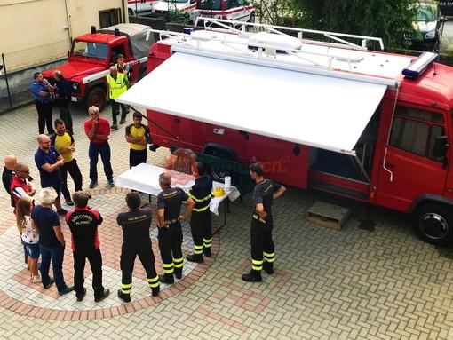Il briefing di poco fa, nel cortile della Croce rossa di Paesana, dove si è deciso di sospendere le ricerche e le immagini di questa mattina (sabato)