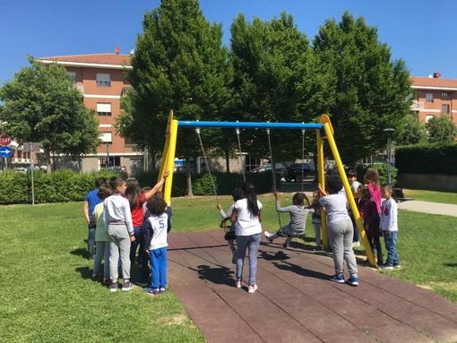 """Alba, dai bimbi dell'elementare """"Montessori"""" una poesia in risposta a un episodio di razzismo"""