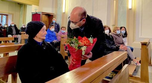 L'omaggio floreale per Maria Alberto