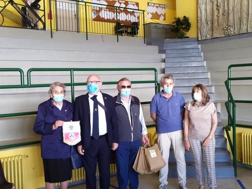 Moretta: il Lions Club Scarnafigi dona agli alunni delle quinte elementari una bandiera italiana