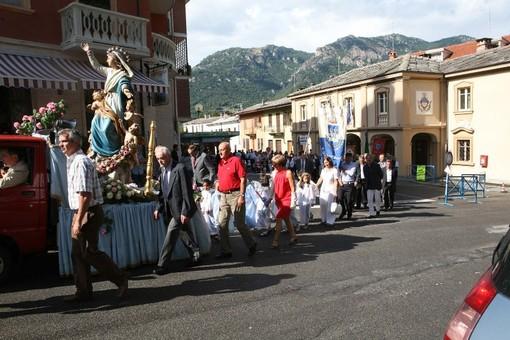 La processione dell'Assunta, a Sanfront