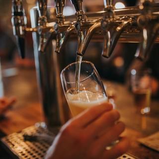 Saluzzo, basta schiamazzi notturni: un'ordinanza vieta di servire bevande a chi non è seduto ai tavoli