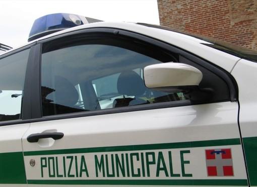 Un distaccamento della Polizia Municipale in corso Giolitti: accolta la richiesta del Comitato Cuneo Centro