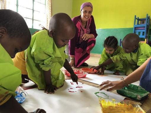 Patrizia Manzone, missionaria laica originaria di Monforte d'Alba, da undici anni vive in Kenya