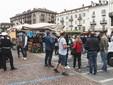 Saluzzo un momento della protesta degli ambulanti, sabato al mercato- Fot Davide Tolis - fotografo