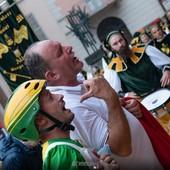 La protesta del presidente del Borgo Moretta Bruno Silvestro dopo il momentaneo ritiro del Palio (foto Mauro Gallo)