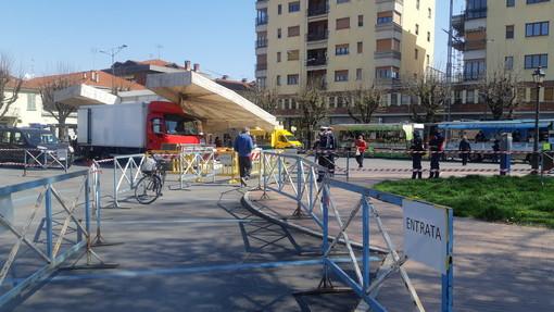 Saluzzo, piazza Garibaldi delimitata per l'accesso al mercato alimentare