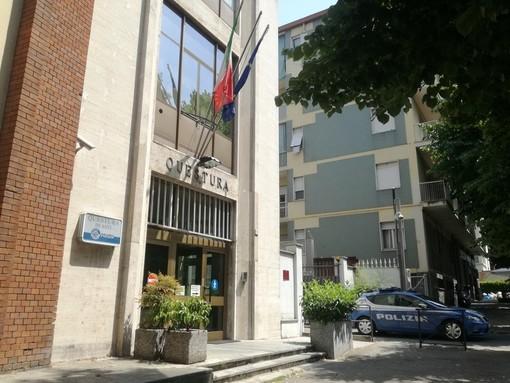 Secondo l'accusa le false certificazioni sui redditi avrebbero indotto in errore i funzionari dell'Ufficio Stranieri della Questura di Asti (in foto)