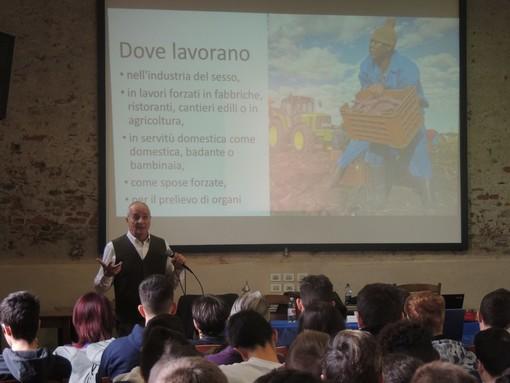 Gianni Rufini tra gli studenti verzuolesi