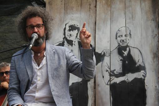 """Simone Cristicchi a Coumboscuro per il Roumiage 2020: """"E' bello sentirsi a casa in una terra che respira poesia"""""""