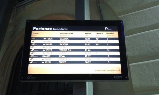 Incendio ai cavi ferroviari nel torinese: in ritardo e cancellati anche oggi i treni del mare
