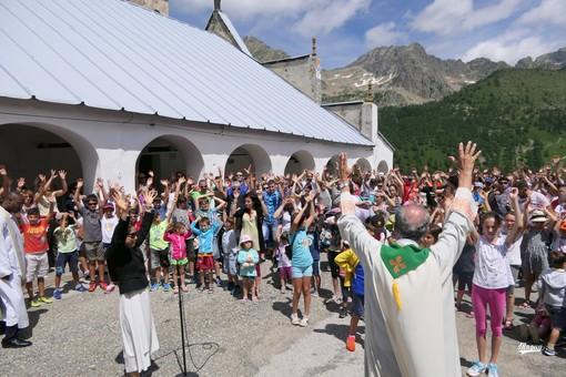 Al Santuario di Sant'Anna di Vinadio il pellegrinaggio diocesano e la riconsegna dei fiocchi