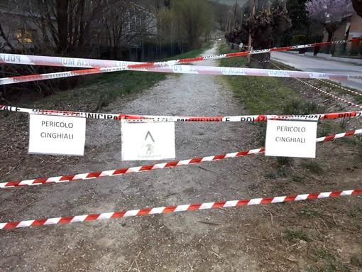 Cartelli di pericolo comparsi mesi addietro in località San Cassiano (archivio)
