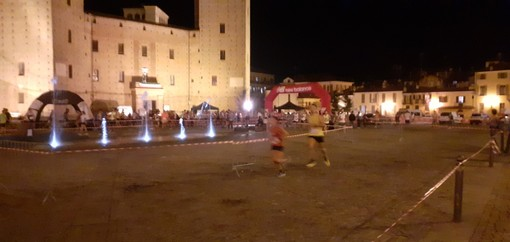 Un successo la 5° edizione di Run Around, staffetta a coppie intorno al castello (gallery)