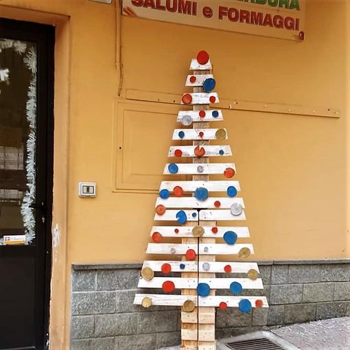 Uno degli alberi di Natale comparsi a Rifreddo