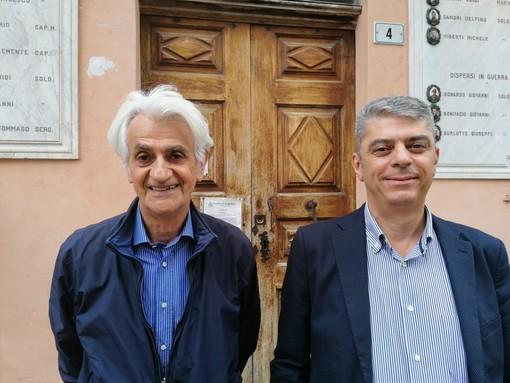 Il nuovo sindaco di Roddi Roberto Davico con l'uscente Lorenzo Prioglio