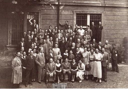 I dipendenti della sede di Milano, Lepetit in prima fila al centro