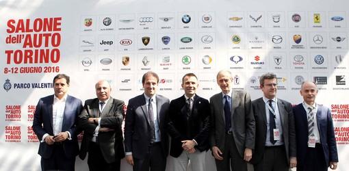 Da sinistra: Pellegrini(Quattroruote), Gorda (ANFIA), Lubatti (assessore Viabilità TO), Levy (presidente Salone), Fassino (Sindaco TO), Valente (UNRAE), Locatelli (Trenitalia)