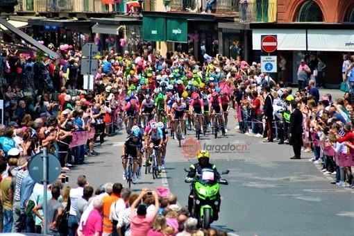 Il passaggio del Giro d'Italia a Saluzzo, nel 2016