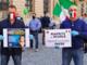 In foto in consigliere Maurizio De Lio durante la protesta a Cuneo con il consigliere regionale Paolo Bongiovanni