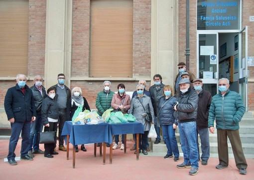 La protesta del Circolo Acli di Saluzzo e le foto insieme a Calderoni, Lingua e Falda - FOTO MAURO PIOVANO