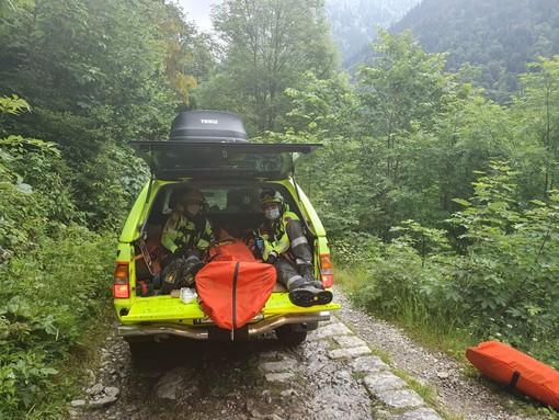 Turista colto da malore in Valle Gesso, elitrasportato dopo il recupero eseguito dal Soccorso Alpino piemontese
