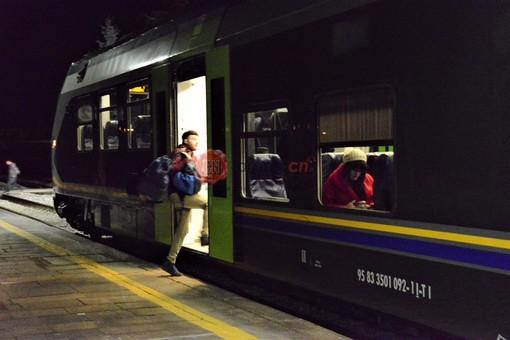 Un convoglio ferroviario in partenza da Saluzzo per Savigliano