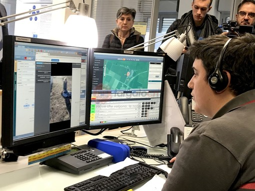 La presentazione del servizio di videochat nella centrale operativa di Saluzzo, poco fa