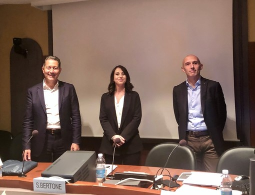 La neo presidente Sabrina Bertone con il presidente Ance Cuneo Gabriele Gazzano e il numero uno degli industriali cuneesi Mauro Gola