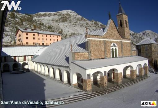 Ecco la neve al Santuario di S.Anna di Vinadio riprese dalla web cam in diretta