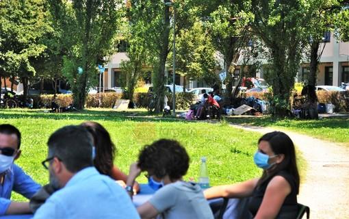 La riunione della Giunta nel parco di Villa Aliberti