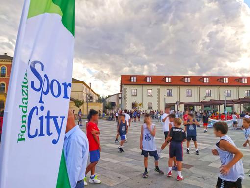 """Trentaquattro realtà sportive cittadine e centinaia di partecipanti scesi in strada per lo """"Sport Day"""" 2021 della Città di Cuneo"""